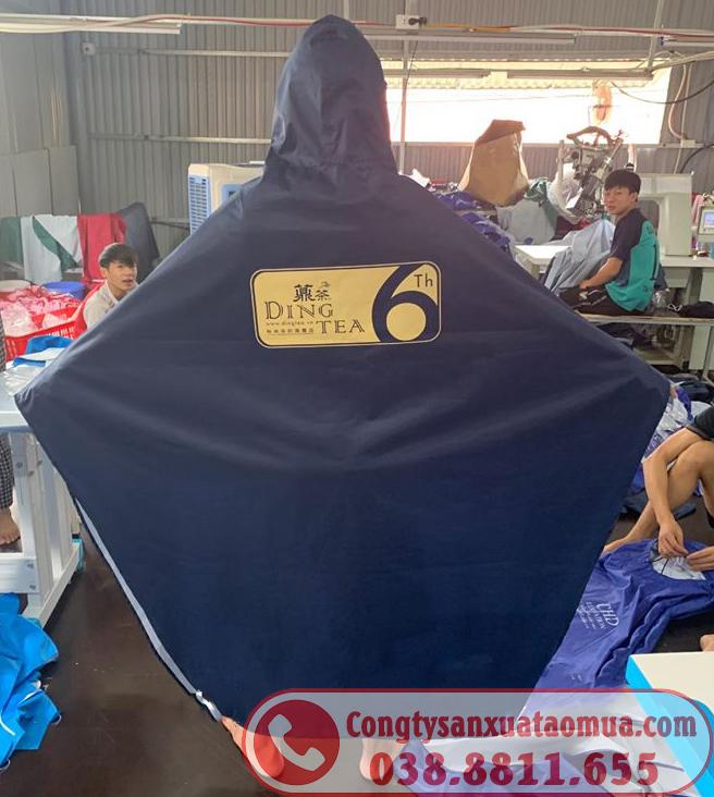 Hình ảnh áo mưa in logo tại xưởng may công ty Hoàng Ngân