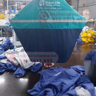 Sản xuất áo mưa vải dù phối hai màu gắn phản quang
