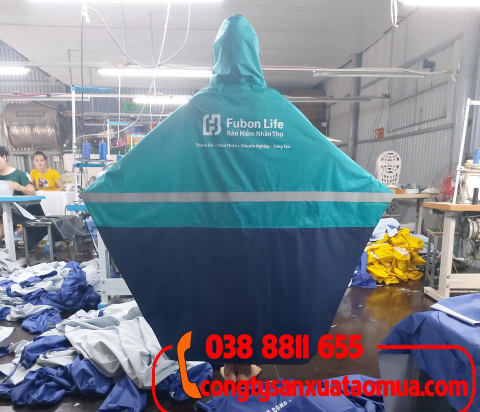 sản xuất áo mưa vải dù phối hai màu, gắn phản quang và in logo lên áo mưa
