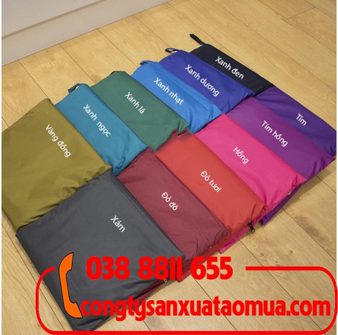 Xưởng may áo mưa theo yêu cầu. Khách hàng có thể chọn màu áo mưa, điều chỉnh kích thước áo mưa và chất liệu may áo mưa tùy thích.