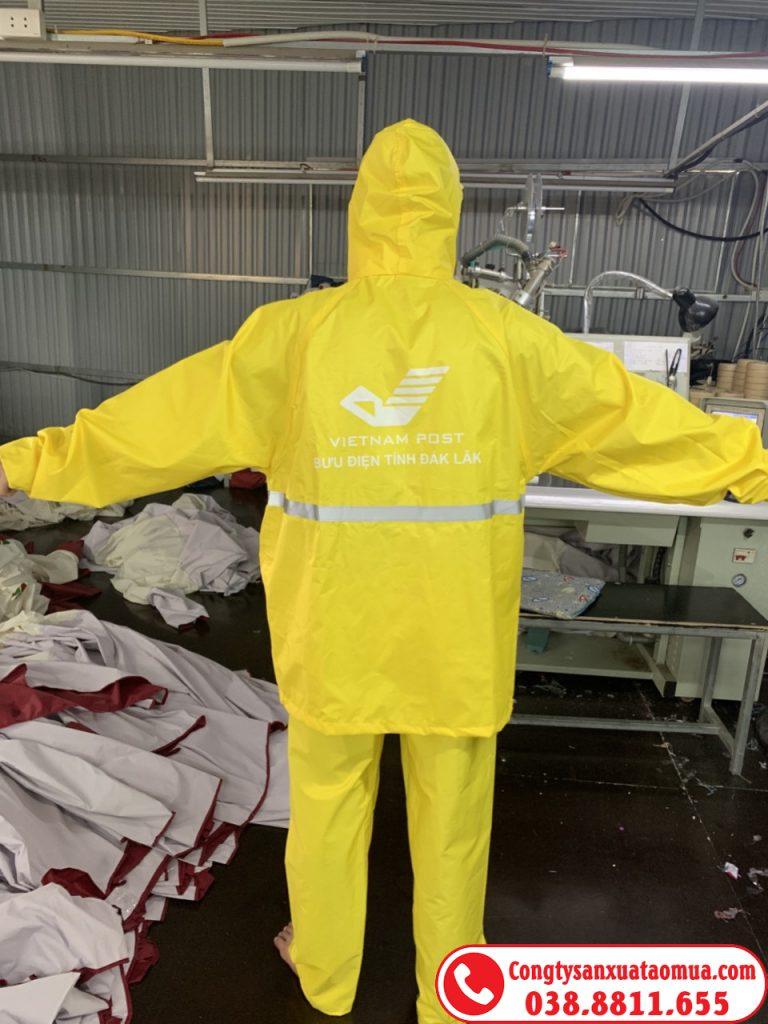 Xưởng sản xuất áo mưa bộ 1 lớp vải dù vân tổ ong