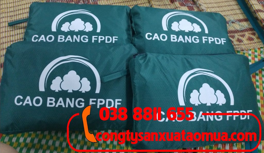 May áo mưa quà tặng cho quỹ phát triển rừng Cao Bằng