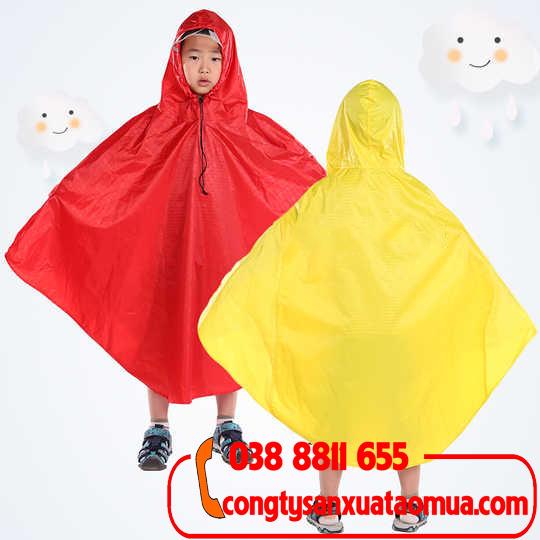 Sản xuất áo mưa cánh dơi cho trẻ em