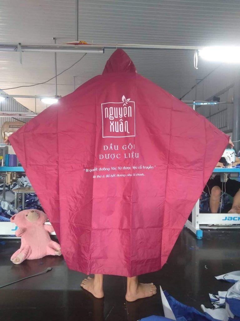 Thanh lý áo mưa màu đỏ đô