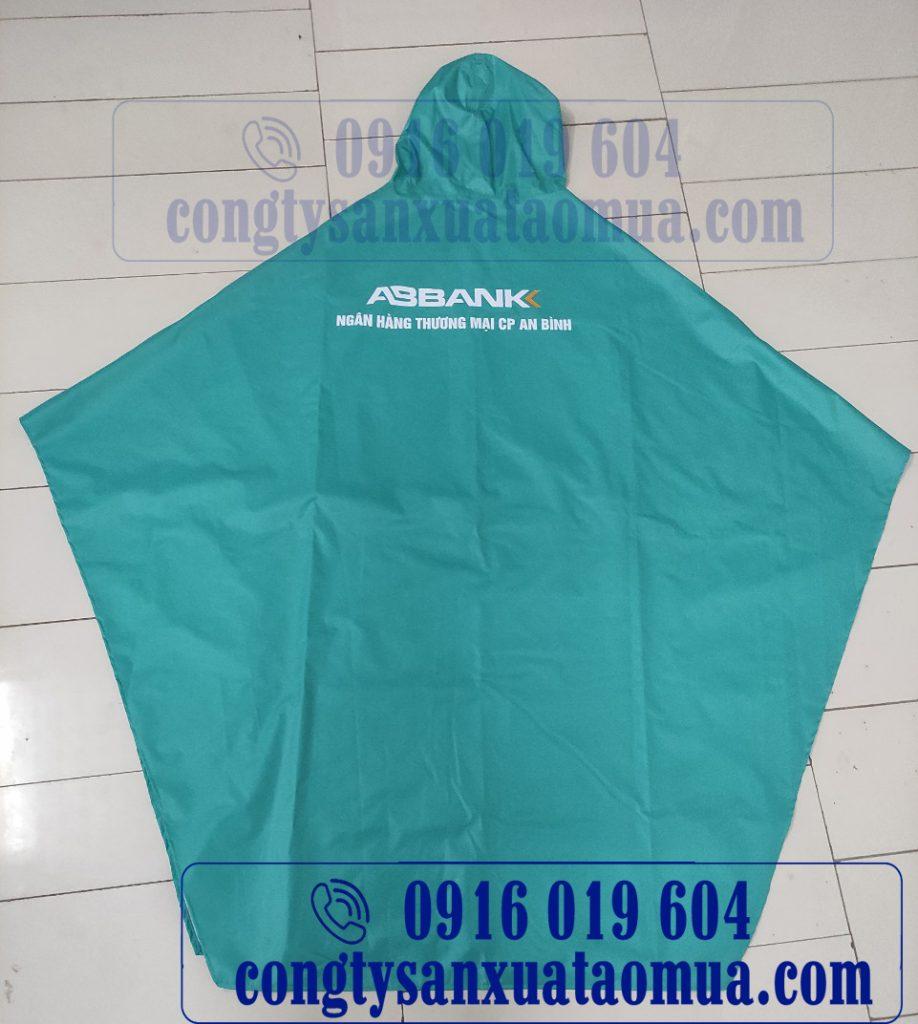 Mặt sau áo mưa quà tặng của ngân hàng Abbank