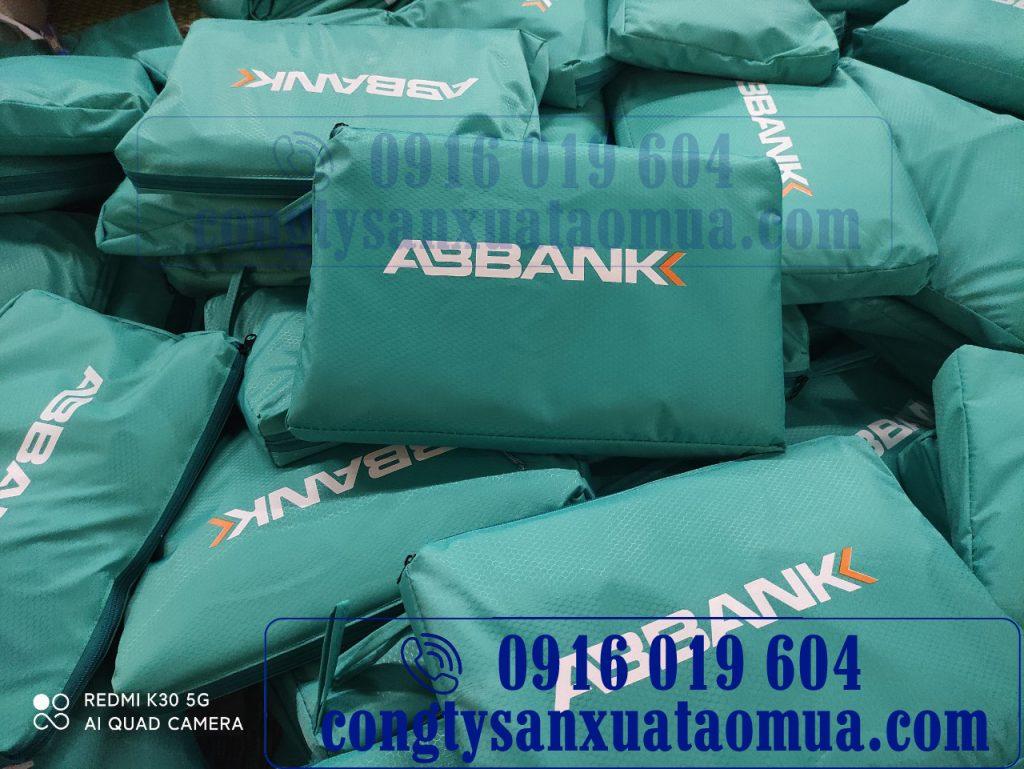 xưởng sản xuất áo mưa quà tặng in logo của ngân hàng An Bình