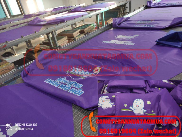 Xưởng trực tiếp in logo lên áo mưa theo yêu cầu khách hàng